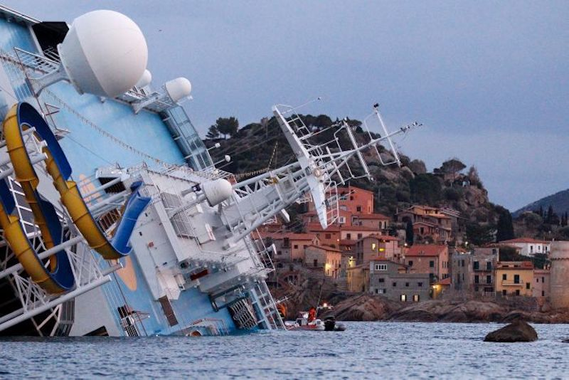 Costa_Concordia_on_side.jpg