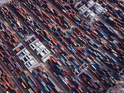 How did shipping firm P&R lose 1 million containers?
