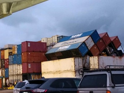 More than 20 containers fall off barge into waters off Hilo
