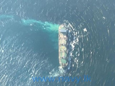 Bulker runs aground on a reef off Sri Lanka, no oil spill reported