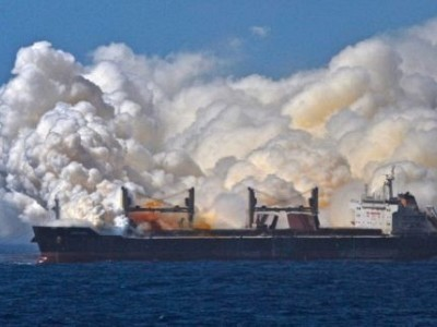 Incredible Photo Shows British MV Cheshire During Fertilizer Fire