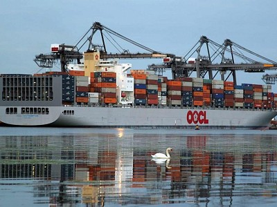 COSCO Shipping, SIPG Offer to Buy OOCL
