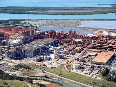 Chemical spill leaks 'several tonnes' of caustic soda into Gladstone Harbour