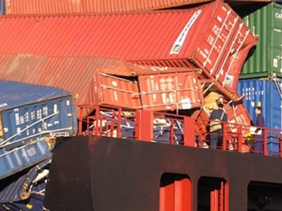 Container stack collapses – causes and solutions