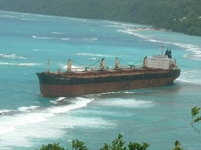 Australia helps Solomon Islands with oil spill near World Heritage site