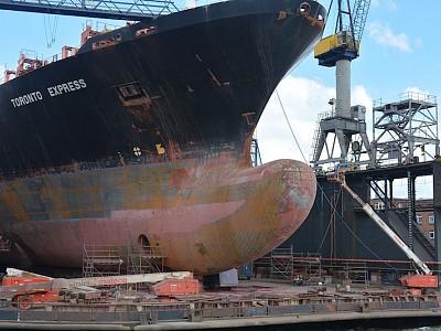 Hapag-Lloyd Testing Ship-Painting Robots