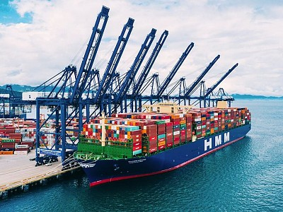 Containership HMM Algeciras departs for Europe with record-largest shipment
