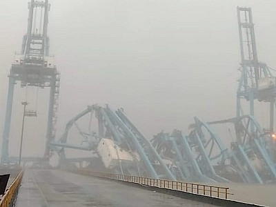 Three cranes collapse at JNPT Terminal Mumbai due to strong winds